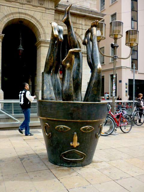 Retro (c) Robert Combas (bronze doré 2008 )